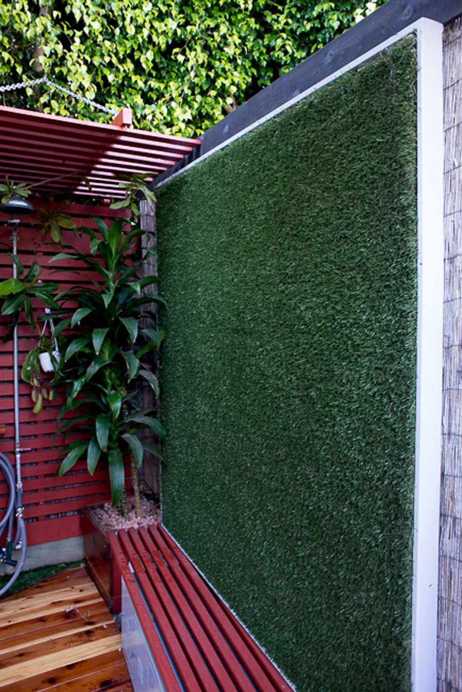 Artificial turf on a wall ud vertical lawn silly and clever landscape