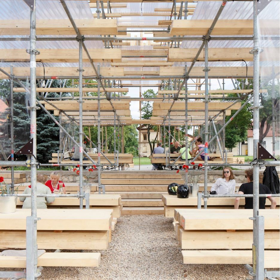 Mail Tis Aiim Builds Scaffolding And Timber Pavilion At