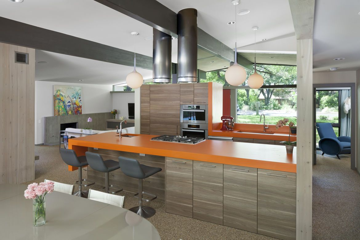 Charmant Midcentury Renovated Kitchen With Orange Countertops