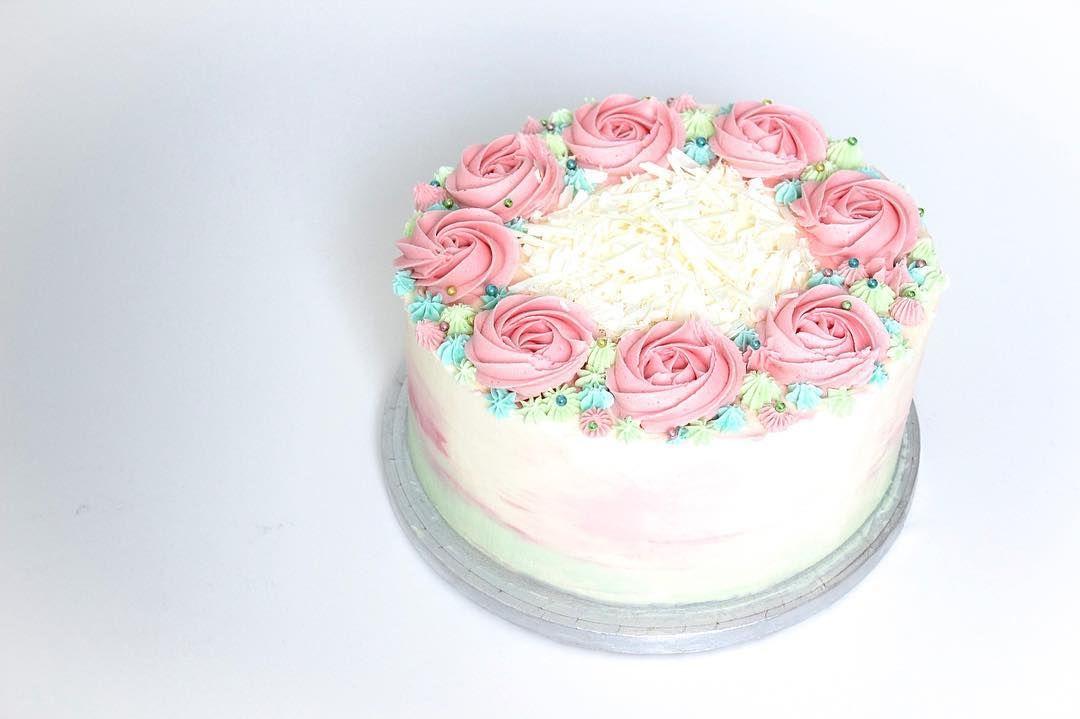 Het Cake Hoekje On Instagram A Special Cake For My Mother In Law Hetcakehoekje Haarlem Bakken Cake Cakes Haarlemcity Cakesofinstagram Rose Fl