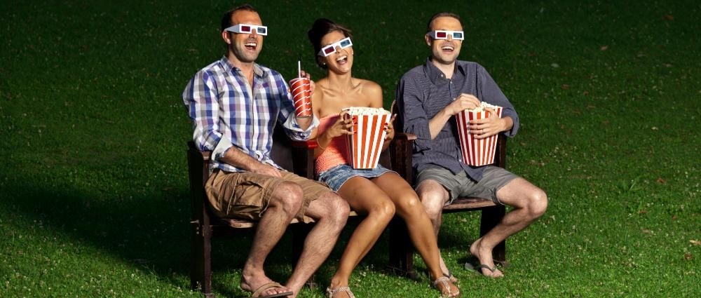 5 Step Guide to Planning an Outdoor Movie Night for Your Residents