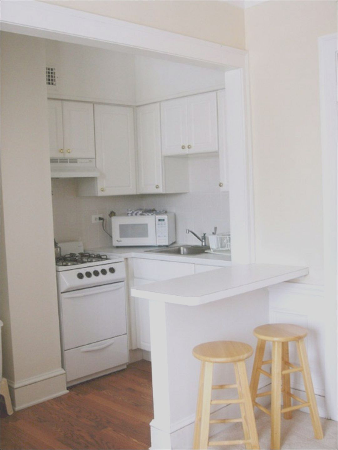 A Guide To Efficient Small Kitchen Design For Apartment Remodel