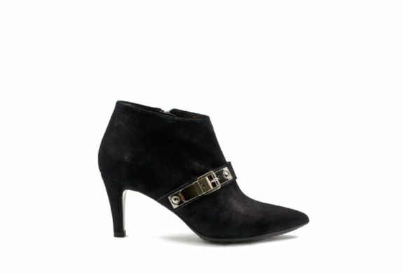 www.zinda.es/al/8 #ankleboots #zinda #shoes #heels #black ¡