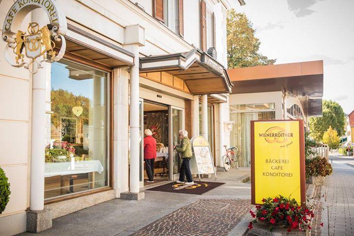 """Und Österreich hat doch gültig gewählt! Bäckerei Wienerroither in Pörtschach gewinnt """"JACOBS Goldene Kaffeebohne"""" und heute war die Übergabe.  Wir sind sehr stolz :) Danke Falstaff <3  Fotocredit: JDE/ Koncar Aleksandar"""