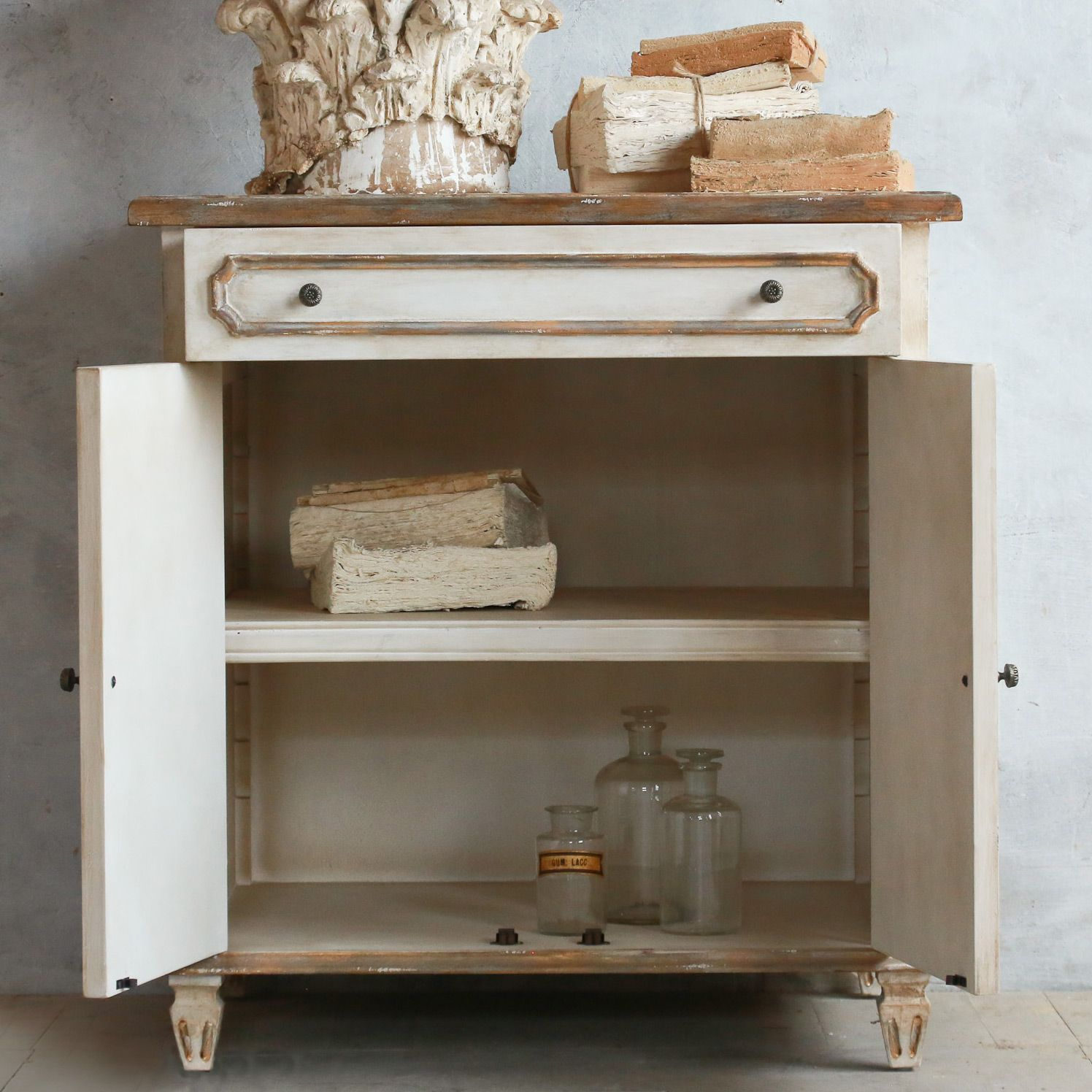 Eloquence Royale Gilt Cabinet @LaylaGrayce