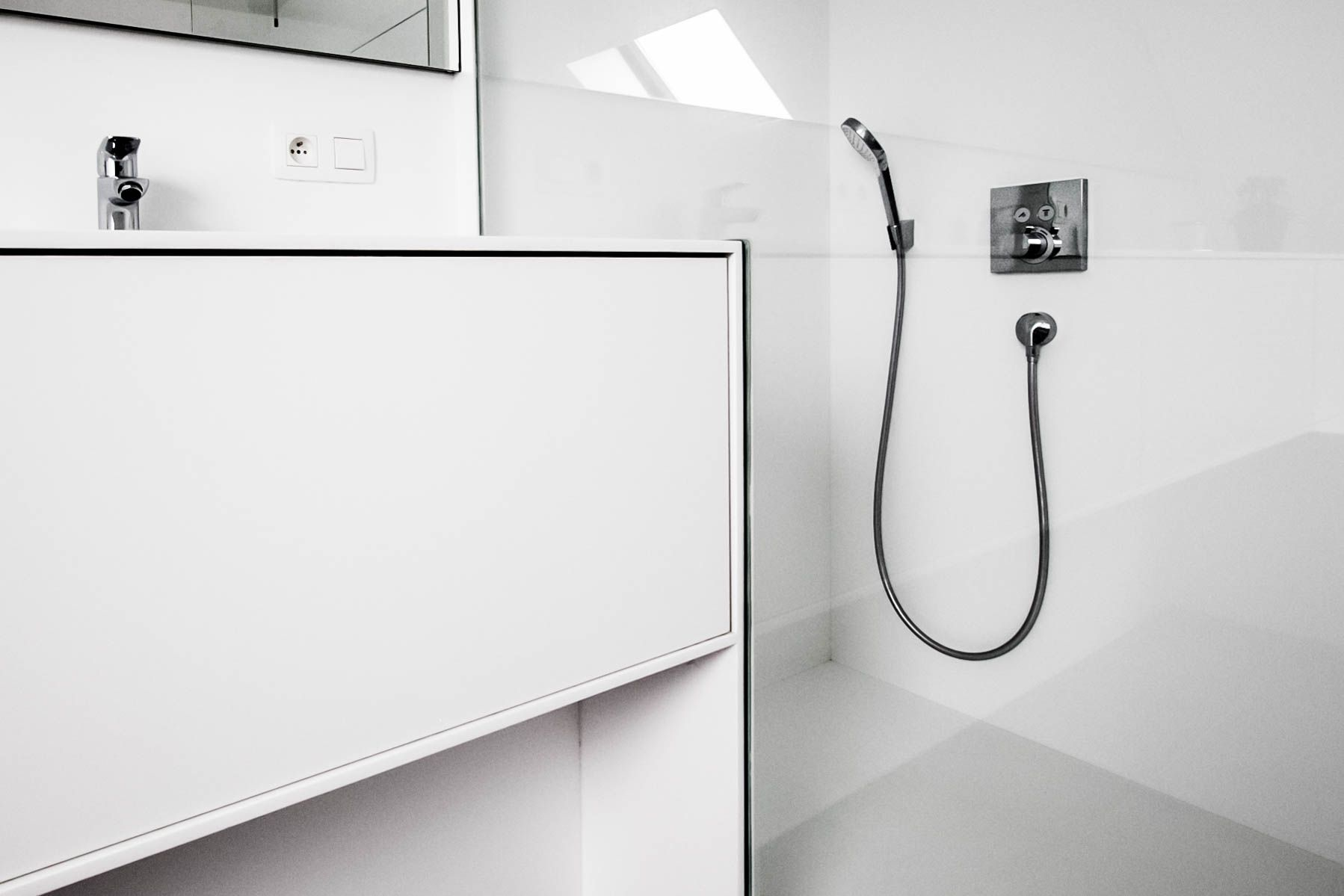 Inloopdouche Met Opzetwastafel : Badkamerinspiratie modern badkamermeubel met ruime inloopdouche