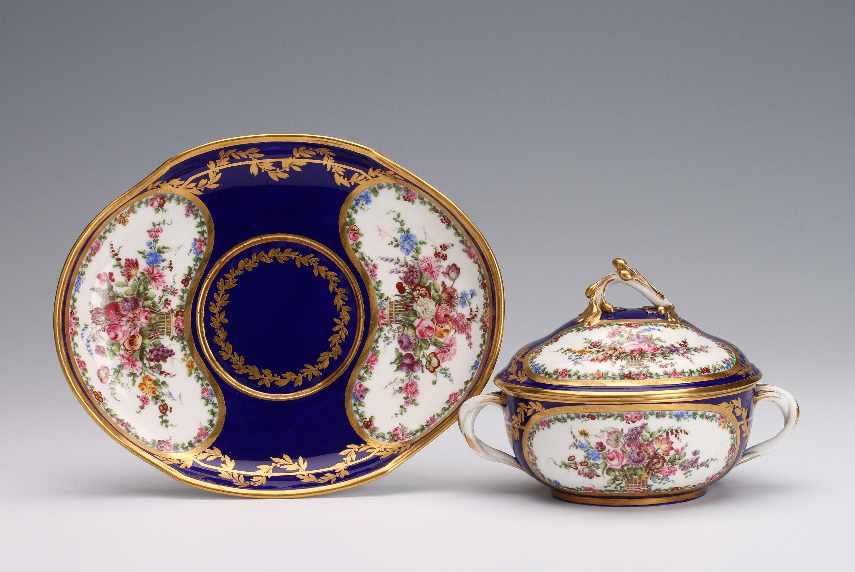A Sèvres covered bowl and stand, écuelle 'ronde tournée' and a plateau 'ovale' of the fourth size 1773