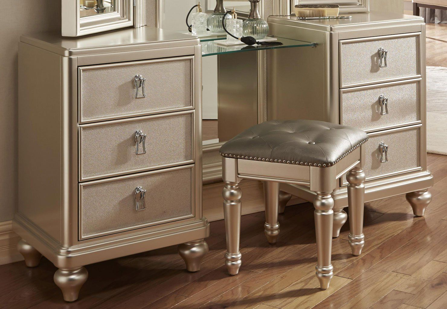 Diva Vanity Dresser w/ Stool Diva bedroom set, Furniture