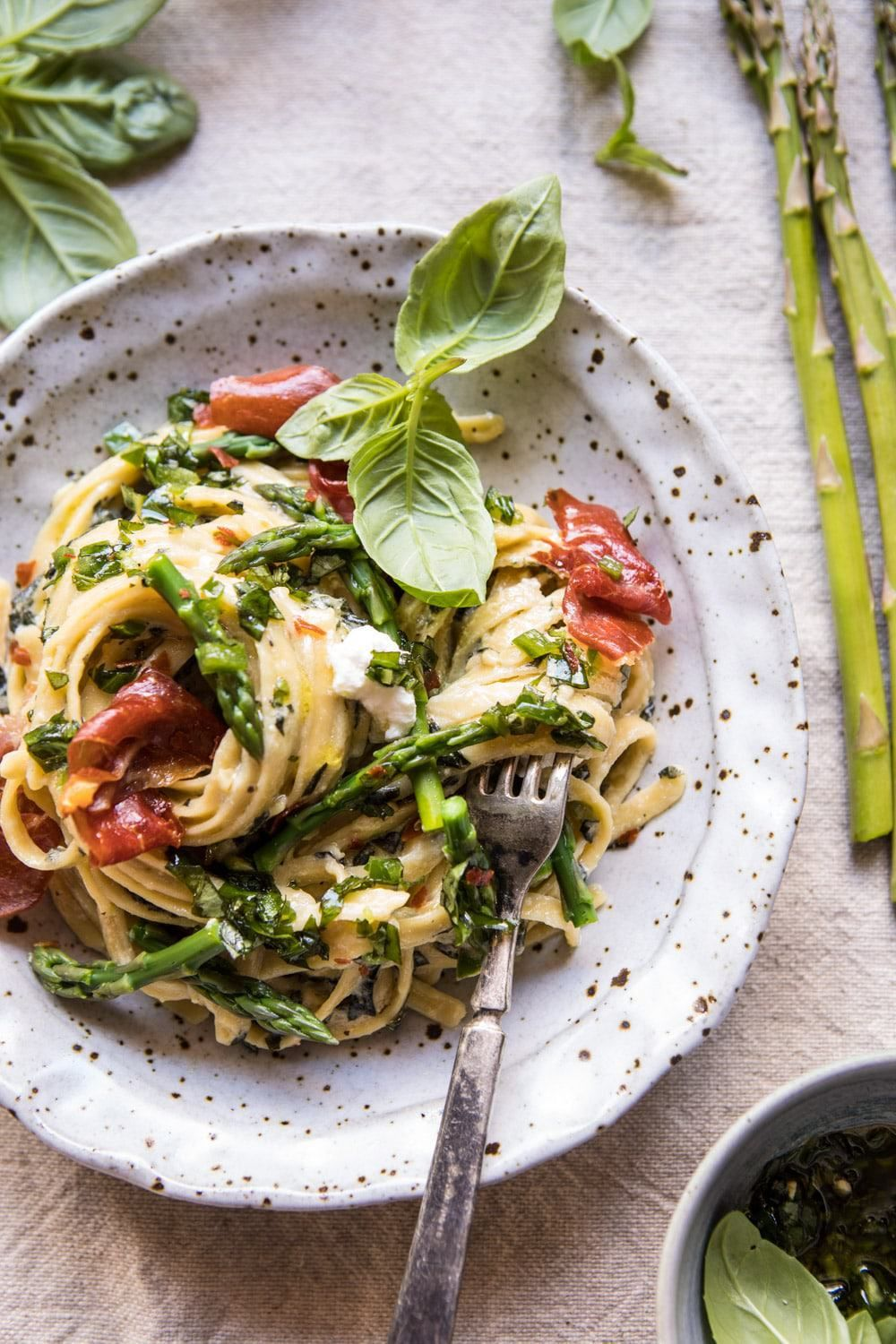 Spicy Pesto, Asparagus, and Ricotta Pasta with Crispy Prosciutto. – Yummy drinks