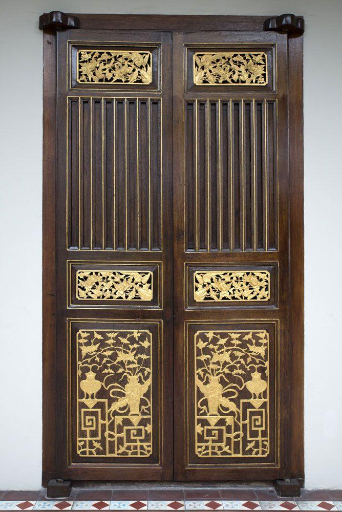 Antique Chinese door at 2, Stewart Lane, Seven Terraces. - Antique Chinese Door At 2, Stewart Lane, Seven Terraces. Peranakan