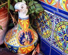mexican pottery and tiles  ----  Los colores y los estampados son muy bonita y extravagante.