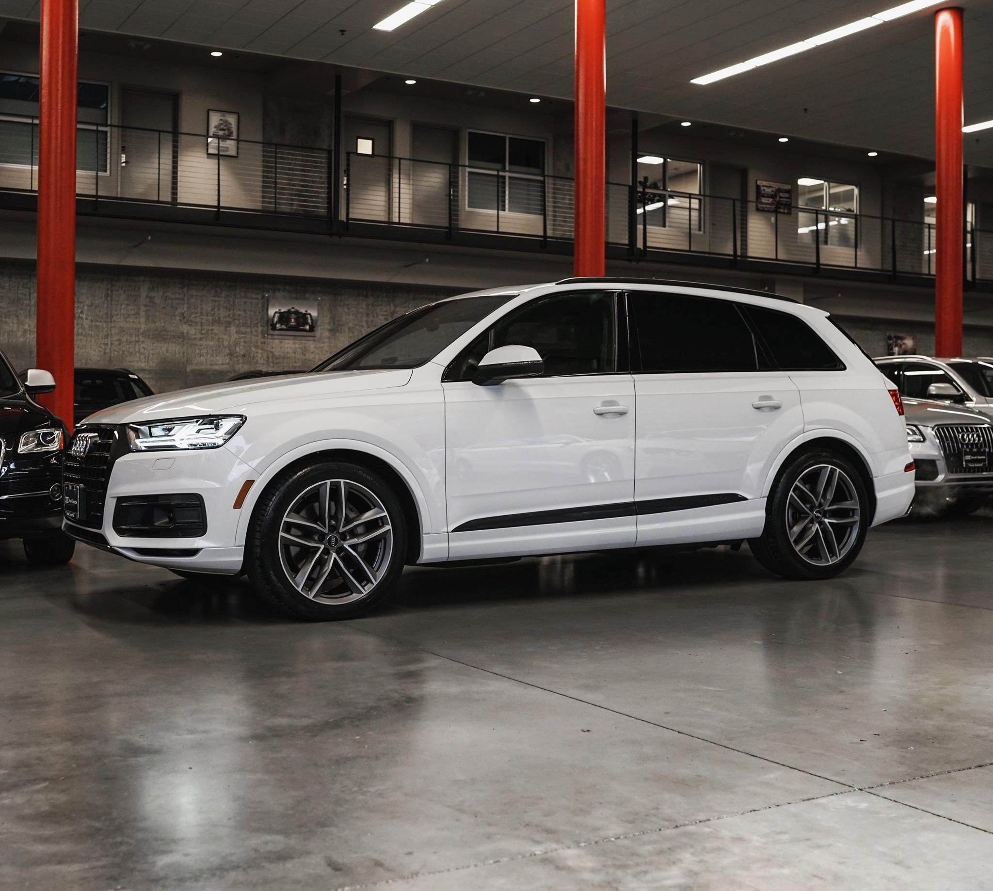 Glacier White Q7 with Black Optics | Audi Seattle