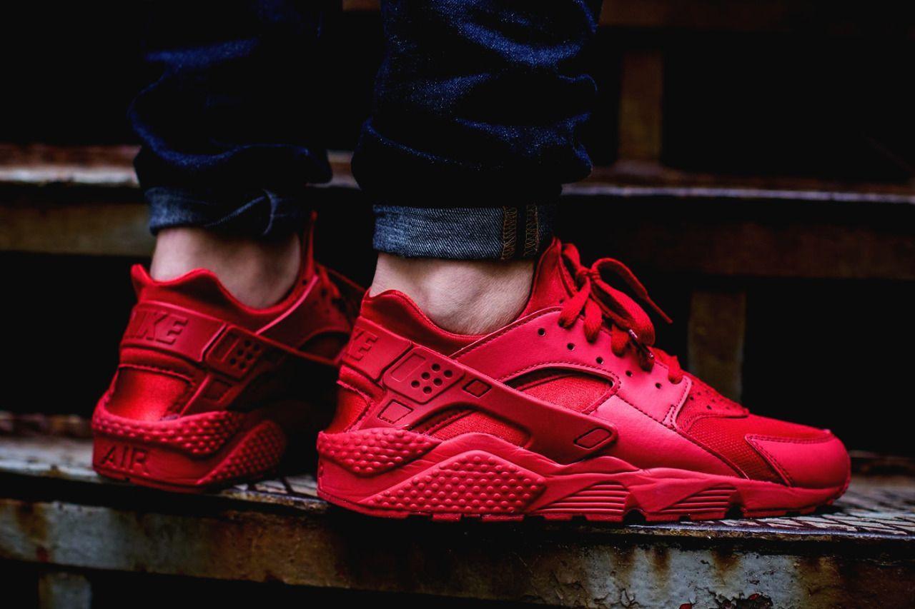 Nike Air Huarache Varsity Red (via