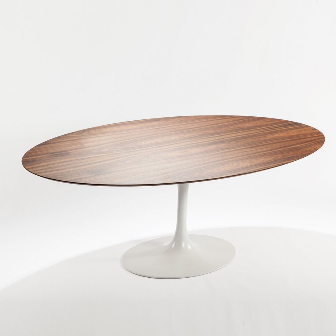 Saarinen Low Oval Coffee Table One In The Big Difficulties With Using A Coffee Tabl Modern Oval Dining Table Oval Table Dining Midcentury Modern Dining Table