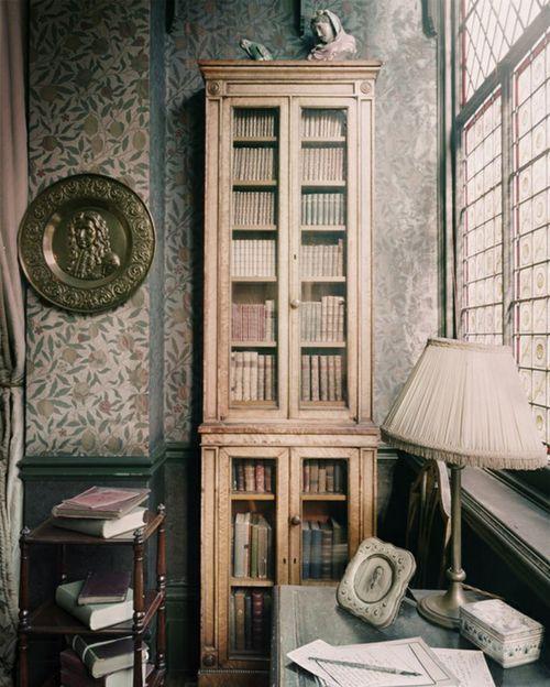 Bookshelves — The Forgotten Garden