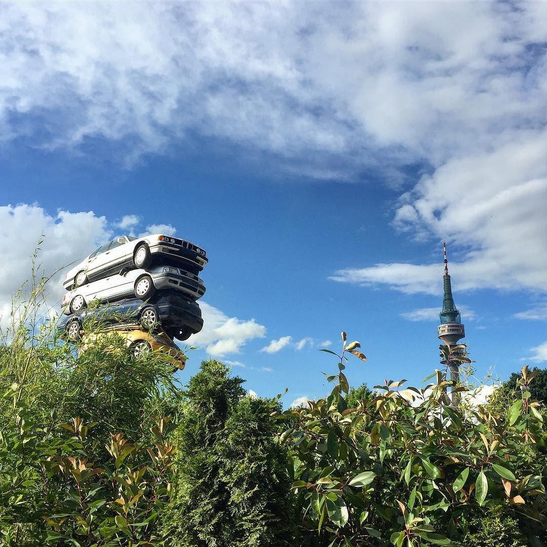 Fliegende Autos Auf Dem Tollwood Noch Vor Dem Grossen Regen Olympiapark Tollwood Kunst Art Markt Olympiaturm Munchen Munich Muenchen Cars Instagram
