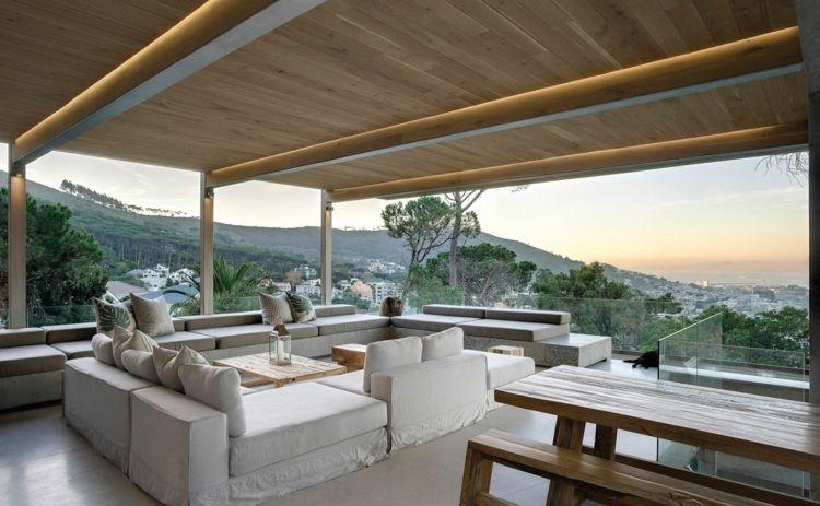 Awesome terrassen ideen weiss lounge moebel indirekte beleuchtung holzbalken