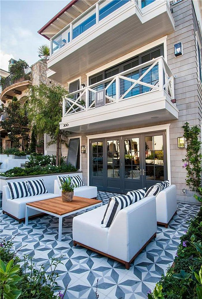Manhattan Beach Walk Street Cape Modern Home With