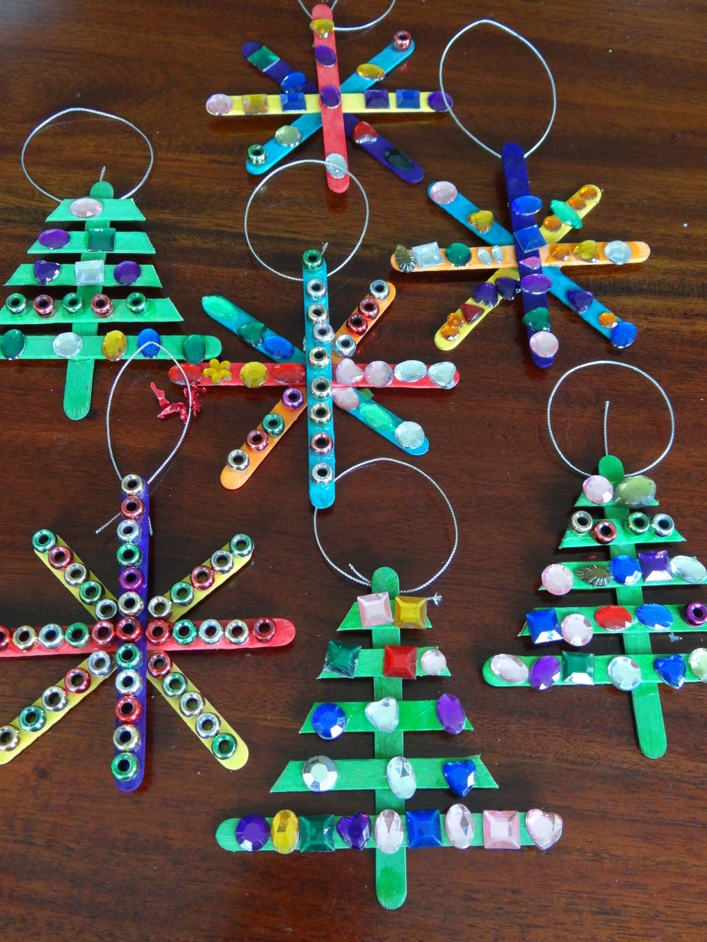 Homemade christmas tree decorations paddle pop stick for Popsicle stick picture frame christmas