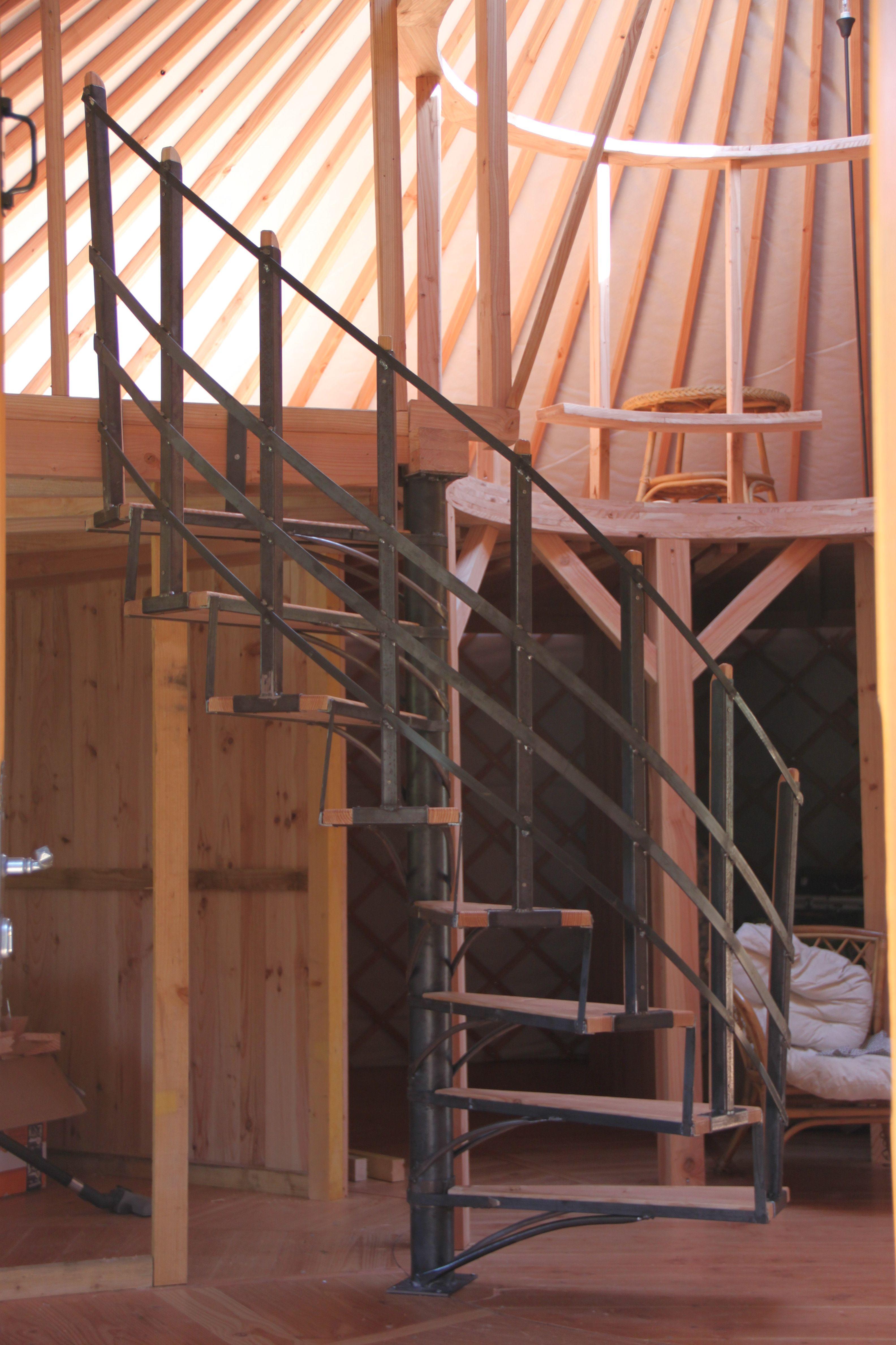 Escalier fabriqué sur mesure pour une yourte contemporaine (une ...