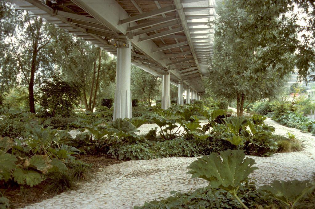 jardins de l 39 arche de la defense paris places to go. Black Bedroom Furniture Sets. Home Design Ideas