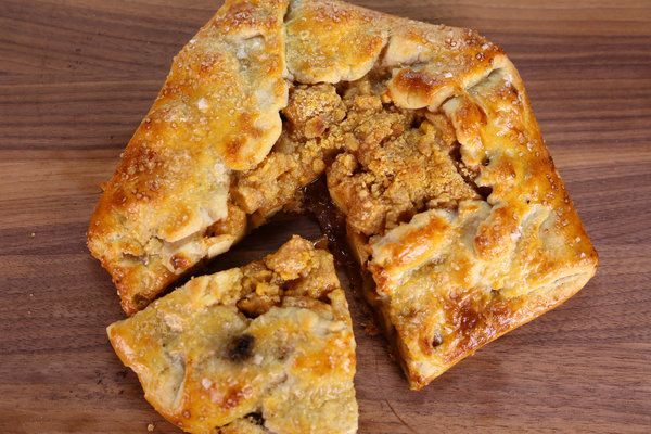 the chew  recipe  carla hall's apple pie with cheddar