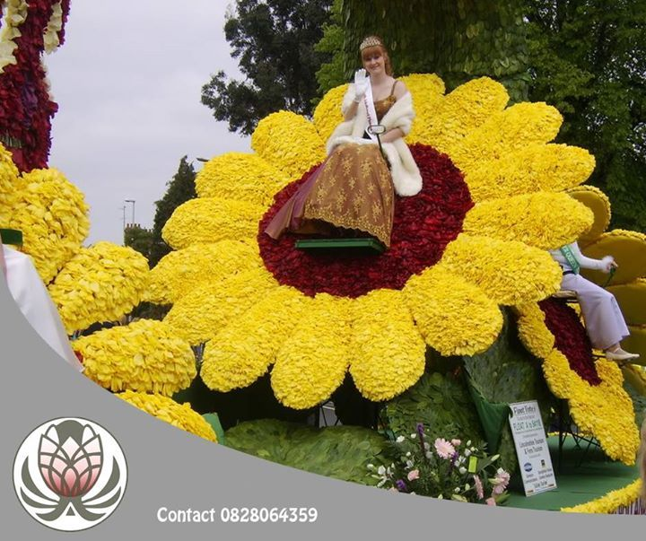 The Spalding Flower Parade Started As A Celebration Of King George V And Queen Mary In 1935 And Focused Flower Festival Amazing Flowers Most Beautiful Flowers