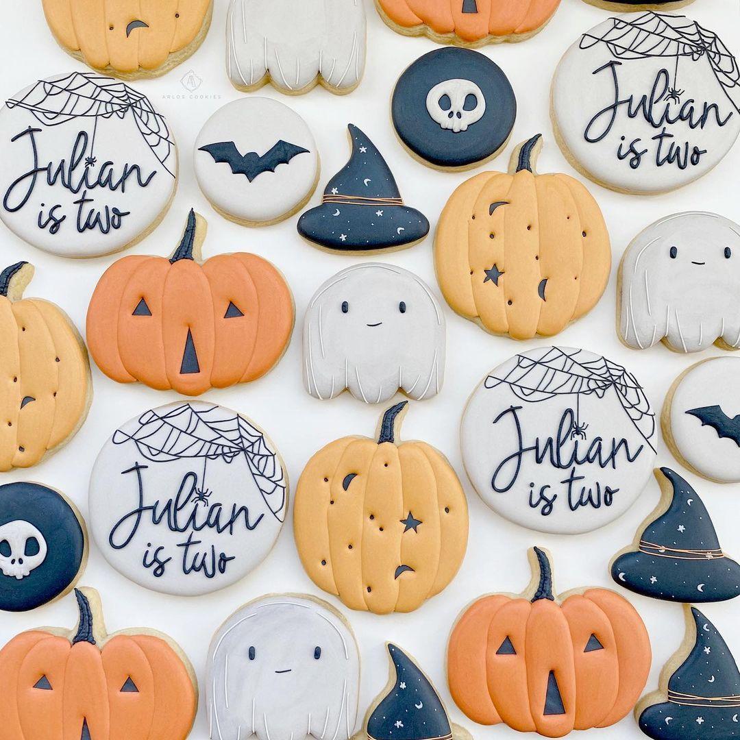 "Arlos Cookies on Instagram: ""Happy Halloween!!! Lo"
