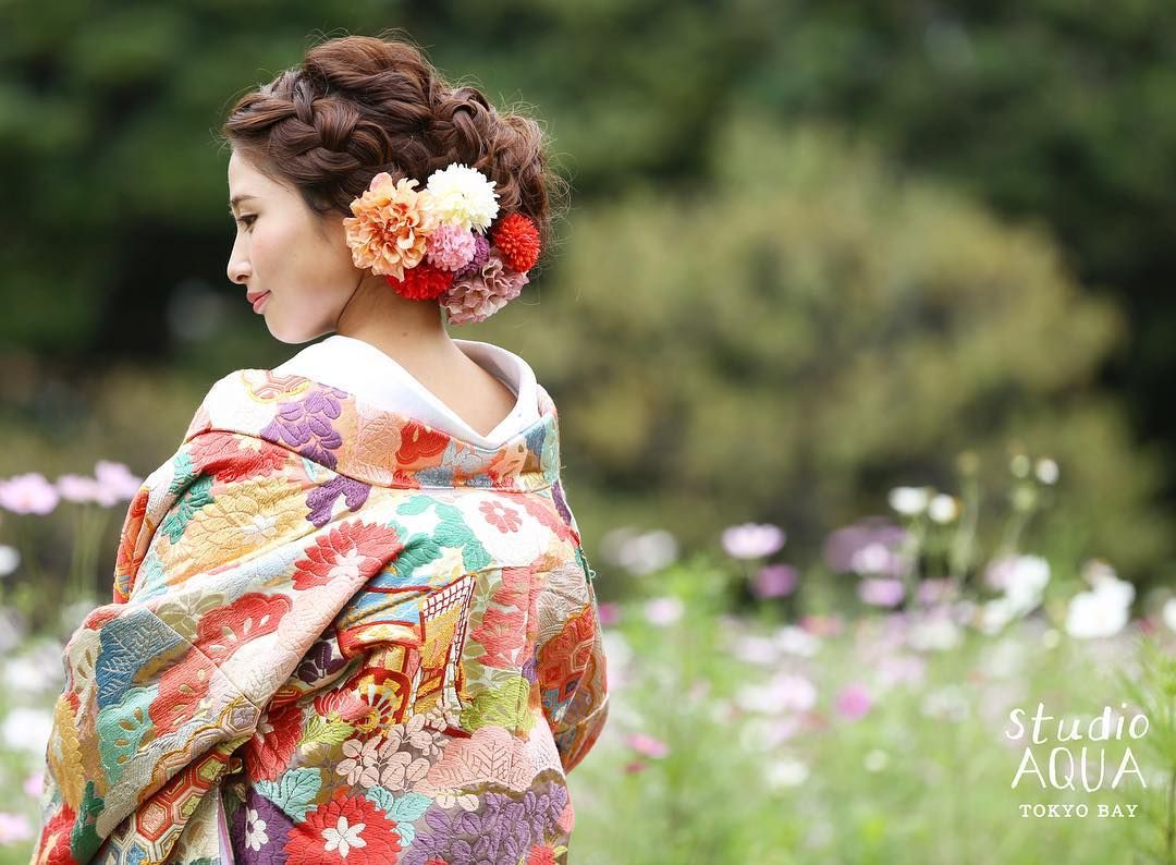 白無垢に合う髪型は 品よくおしゃれ おすすめ洋髪スタイル特集 和装花嫁さん必見 結婚式 花嫁 髪型 色打掛 髪型 前撮り 髪型