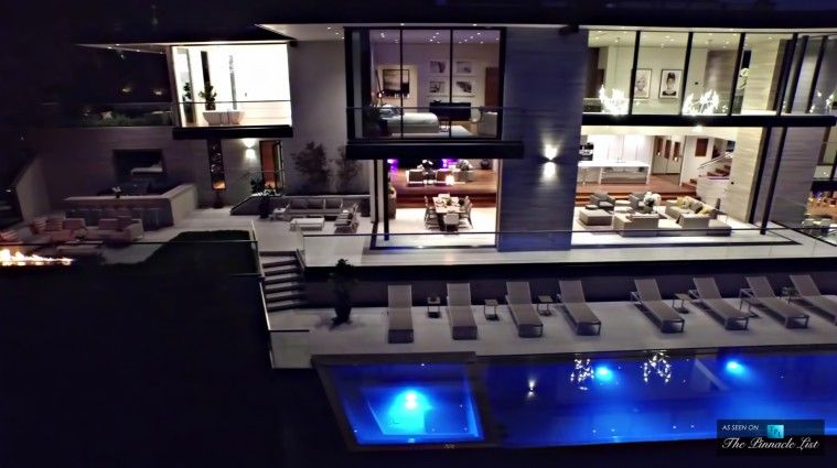 Luxury Residence   8927 St Ives Drive, Los Angeles, CA
