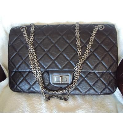 c6d453d1561633 Just posted! Lovely CHANEL 2.55 flapbag with mademoiselle lock. We love.