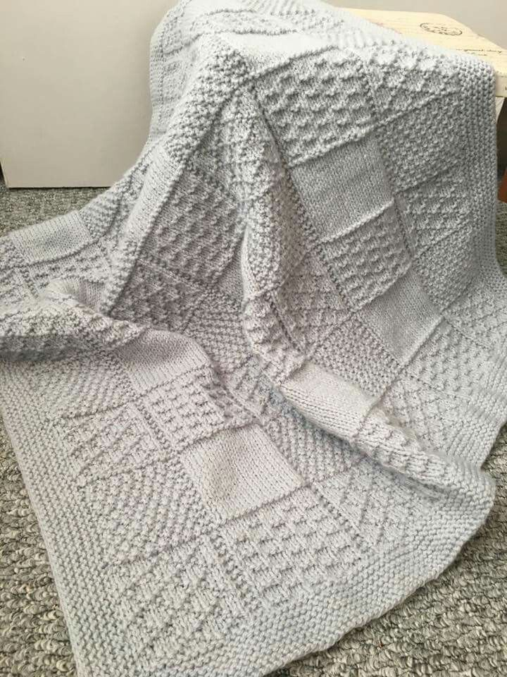 Kuschelige Babydecke #strickanleitungbaby Diese Decke zeichnet sich durch ihre vielfältigen ... - Welcome to Blog