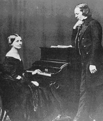 More about Clara Schumann A Timeline for Clara and Robert Schumann Photos Historiques, Musique Classique, Compositeurs, Visage, Musiciens, Xixe Siècle, Histoire, Compositeurs De Musique Classique, Piano Man