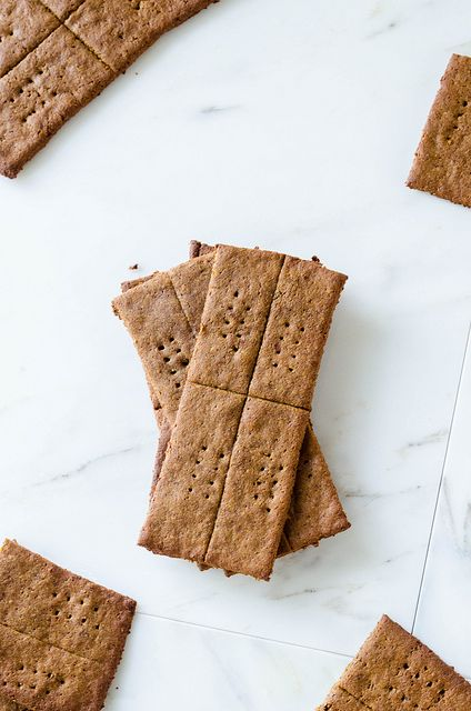 Almond Graham Crackers (Gluten Free)   NEED TO TRY THIS ASAP.