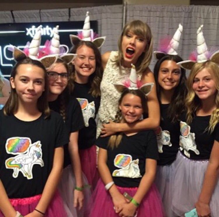 Taylor Swift With Fans In Loft 89 In Glendale Arizona 8 17 15 Taylor Swift Concert All About Taylor Swift Taylor Alison Swift