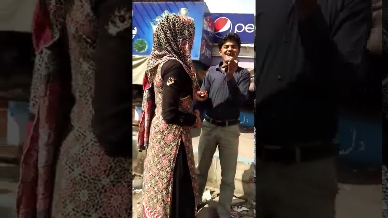 Kissing On Road Live Romance khusraa Fun, Funny Video