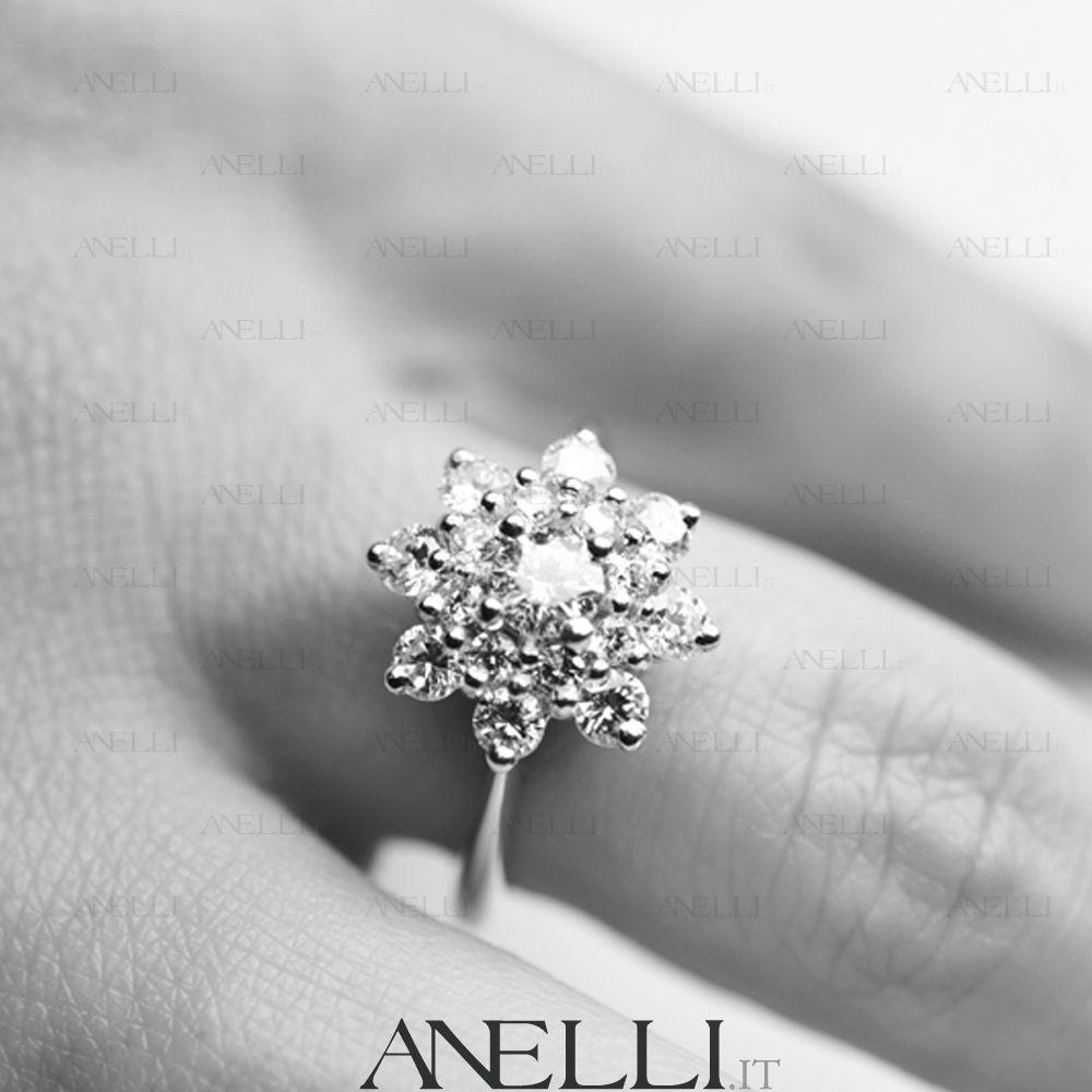 anelli a fiore con brillanti
