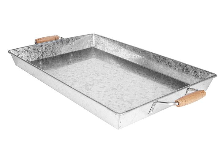 Serve drinks on a galvanized tray to easily take it from kitchen to patio. Galvanized tray, $15.  Shop hometrends™ now at http://www.walmart.ca/hometrends | #servingware #drinks #tray #patio #outdoorliving #walmart #hometrends