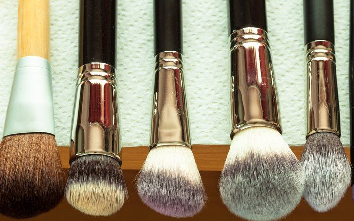 7 Best Ways To Clean Makeup Brushes Without Chemicals ...