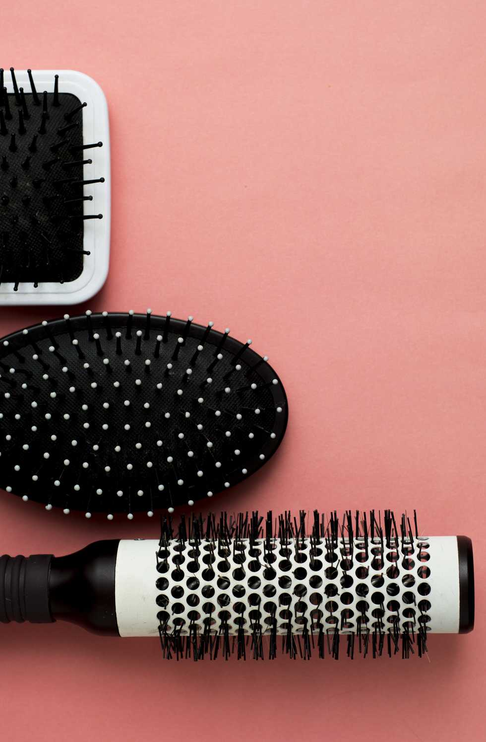 50 Of The Best Cleaning Tips To Make Your House Look Brand New Cleaning Hacks Hair Brush Cleaning