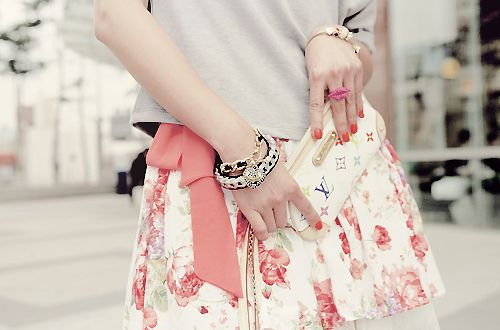 pink flowers on the skirt: love it
