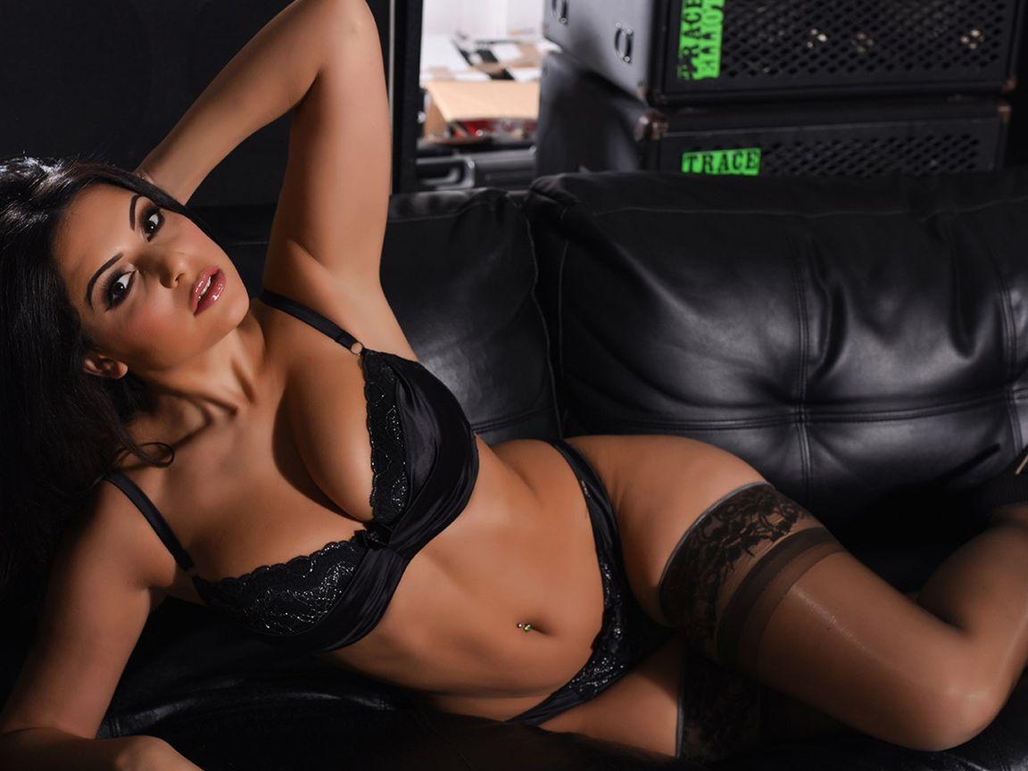 Download Wallpaper Sexy Brunette Stockings Panties Charlotte Springer Bra Black Lingerie 1152x864 The