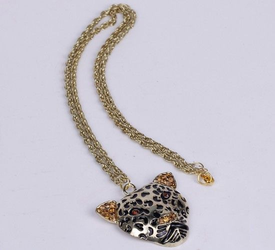 30.5cm Sweater Chain Necklace Jewelry Pard Shape Golden http://www.eozy.com/30-5-cm-sweater-chain-necklace-jewelry-pard-shape-golden.html
