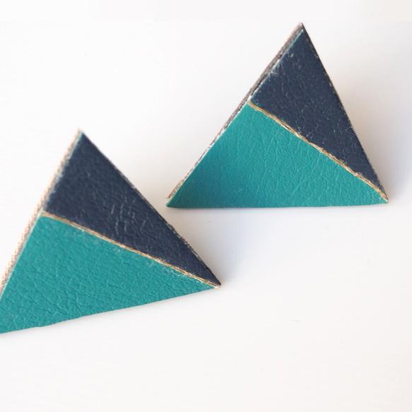 グリーンとネイビーの布を合わせた三角のシューズクリップです。【品番】11001_001【サイズ】W4.5cm×H4cm(三角の部分のみ)【材質】合...|ハンドメイド、手作り、手仕事品の通販・販売・購入ならCreema。