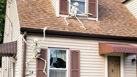 skeleltons on house decor