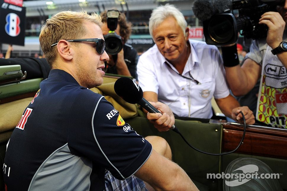Sebastian Vettel, Red Bull Racing with Bob Constanduros, Journalist and Circuit Commentator on the drivers parade | Main gallery | Photos | Motorsport.com