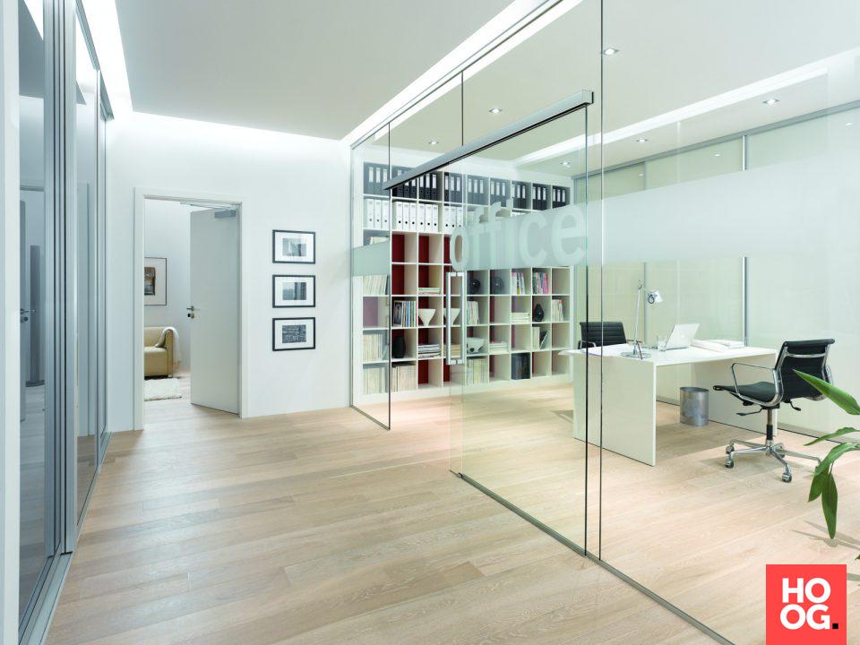 Kantoorinrichting met glazen wand werkkamer met glazen wand
