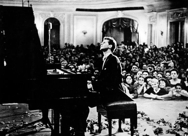 """Van Cliburn, Pianist and Cold War Envoy, Dies at 78 - NYTimes.com    (Such beautiful treatments of Rachmaninoff, Chopin, Debussy. """"The World's Favorite Piano Music"""" is an essential.)"""