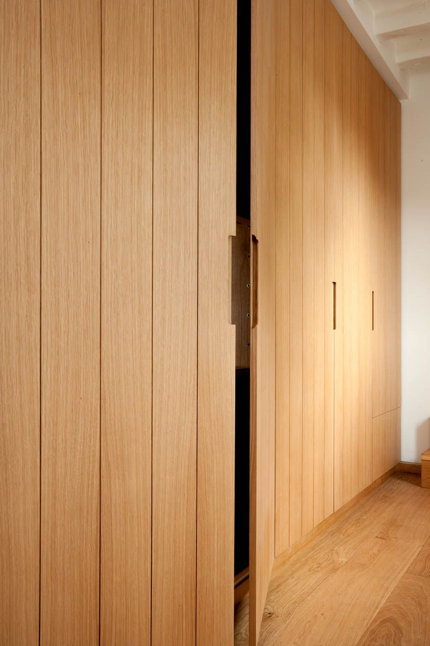 Bespoke oak cupboards with routed grooves arquitetura de interiores pinterest oak Fingertip design kitchen door handles
