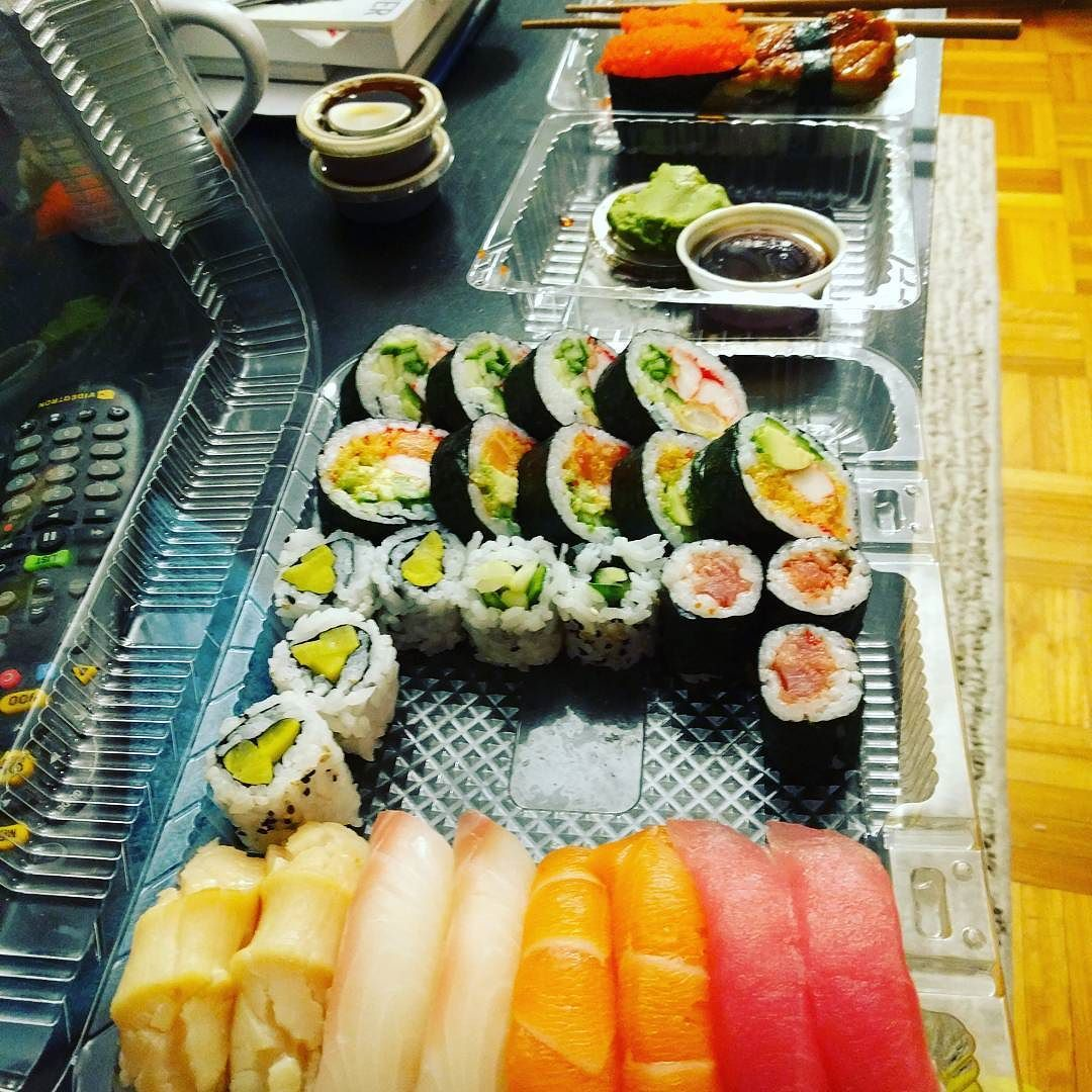 It S A Sushi Night We Found Good Restaurant Close To Home Canada Quebec Montreal Laval Brossard French Anese Dinner